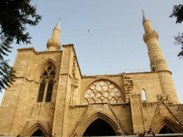 Kıbrıs Selimiye Camii ve Taksi Hizmeti